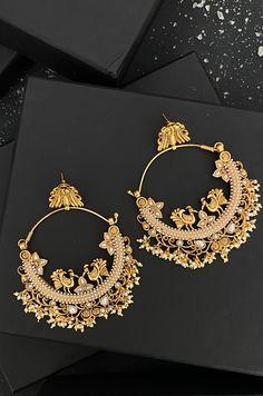 Indian Jewelry Earrings, Indian Jewelry Sets, Fancy Jewellery, Jewelry Design Earrings, Gold Earrings Designs, Ear Jewelry, Designer Earrings, Gold Jewelry, Indian Wedding Jewelry