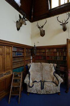 084-20120714_Tyntesfield-Somerset-Billiard Room-corner of room to R of entrance doorway (as one enters) | Flickr: Intercambio de fotos