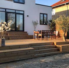 Pergola Patio, Backyard Patio, Backyard Landscaping, Beach House Deck, Retaining Wall Steps, Cabin Decks, Interior Balcony, House Extension Design, Weekend House