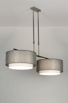 Sfeervolle stalen hanglamp met twee dubbele, stoffen kappen. Bestaat uit twee kappen die over elkaar heen vallen. De buitenste kap is van een kunststof. Daarop zit een grove draadstructuur. Deze draad is zilverkleurig en heeft een subtiele glans. De binnenste witte kap is fijner van structuur en heeft een mooie gladde stof. Ook in led leverbaar . Home interior lights / ONLINE SHOP : click on this LINK ( www.rietveldlicht.nl )