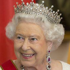 """Le """"cattiverie sulla Regina"""" che raccontano il lato nascosto di #Elisabetta II"""