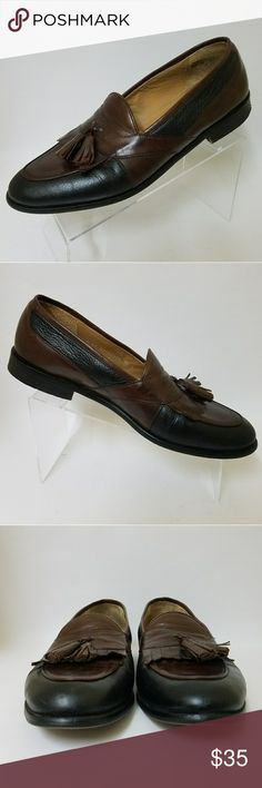 Johnston & Murphy Kiltie Tassel Loafers 2 Tone 12 Good Used Condition Made in Italy Kiltie Tassel Loafers Black and Brown tone Size 12 Medium Shoes have been cleaned and conditioned. Johnston & Murphy Shoes Loafers & Slip-Ons