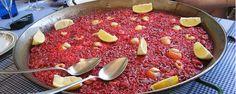 Cómo elaborar una paella de arroz rojo - Casa Isabel