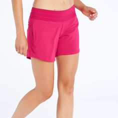 These long running shorts are made from embossed geometric woven print. Perfect for trail running. Three pockets to store everything you need.