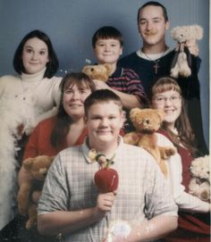 View the Funniest Photos and most Hilarious Pictures at Awkward Family Photos. Discover the web's online celebration of uncomfortable family moments! Awkward Family Pictures, Weird Family Photos, Strange Family, Awkward Family Photos, Funny Photos, Family Pics, Family Goals, Funny Family Portraits, Awkward Funny