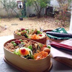* * ¨̮ 《記録postですょ》 ¨̮ 今日は 天気が悪いので 窓を開けて 机をギリギリまで出して 撮りました♩ ¨̮ 奥のお弁当は 下手したら土の上です♩ ‼‼(⌯˃̶᷄ ꈊ˂̶᷄ ૢ)ꋧ … 笑い事じゃないけど…( ‾‿̑‾ ) ¨̮ 全く掃除をしていない庭は 目を細めて見てください。。。 ¨̮ ¨̮ #cooking#food#foodie#igphoto#instafood#yum#yummy#yummypic#料理#料理写真#onmytable#obento#bento#お弁当#弁当#lunch#lunchbox#ランチ#ランチボックス#暮らし#coi_ben#