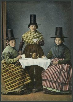 Three Welsh Ladies at Tea. (ca. 1905 - 1920) Eine Foto - Postkarte, veröffentlicht von Pictorial Stationery Co. Ltd