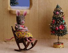 An old post to celebrate a new great nephew! Felt Mouse, Baby Mouse, Cute Mouse, Christmas Baby, Christmas And New Year, Christmas Tree, Maus Illustration, Illustrations, 10e Anniversaire