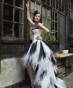 Robe de noiva 2016 Spécial Haut Bas Victorienne Robes De Mariée Sans Bretelles Blanc Et Noir Gothique Robes de soirée Robe De Mariée(China (Mainland))
