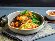 Stekt kveitefilet med sellerirotstappe og sauce vierge Thai Red Curry, Tapas, Snacks, Ethnic Recipes, Food, Spinach, Appetizers, Meals, Yemek