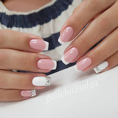 False nails have the advantage of offering a manicure worthy of the most advanced backstage and to hold longer than a simple nail polish. The problem is how to remove them without damaging your nails. Marriage is one of the… Continue Reading → Pretty Nail Designs, Pretty Nail Art, Nail Art Designs, Bridal Nails Designs, Pink Nails, My Nails, Glitter Nails, White And Silver Nails, Glitter French Nails