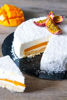 Wedding Cake Recipes 311311392987222031 - Entremet coco, insert mangue et passion Source by Best No Bake Cookies, No Bake Cake, Wedding Desserts, Holiday Desserts, Wedding Cake, Cookie Recipes, Dessert Recipes, Low Carb Brasil, Baked Cheesecake Recipe