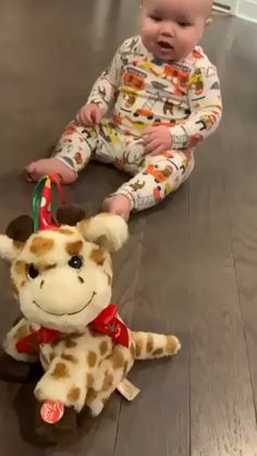 Baby dancing Baby dancing ,Baby So cute! Funny Baby Memes, Funny Video Memes, Crazy Funny Memes, Funny Relatable Memes, Funny Toys, Funny Videos For Kids, Cute Baby Videos, Funny Short Videos, Videos Of Babies