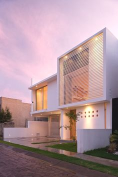 There are several kinds of minimalist home architecture that are designed by Agraz Arquitectos. One of them is well known called as Seth Navarrete House Architecture Design, Minimal Architecture, Beautiful Architecture, Residential Architecture, Contemporary Architecture, Installation Architecture, Exterior Tradicional, Modern House Design, Exterior Design