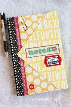 Para não precisar retirar o arame do caderno, escolher a capa que combine com os papéis, fazendo um composee