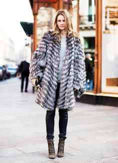 Obsessing over this long fur coat and skinny jeans outfit.