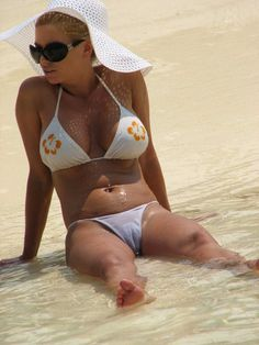 camel toe camel toe fo sho jessica simpson on the beach displaying