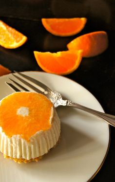 Grown in the Ojai Valley in California, Ojai Pixie Tangerines are truly a special gem. While delectable on their own, tangerine recipes are also lovely -- particularly this rich and creamy, citrus no-bake cheesecake with a short bread cookie crust. Yummy Treats, Delicious Desserts, Sweet Treats, Dessert Recipes, Mousse Pie Recipe, Baked Cheesecake Recipe, Individual Cheesecakes, Mini Cheesecakes, Tangerine Recipes