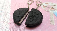 BFF - Let your best friend know who much she means to you with these Oreo cookie keychains.    This Best Friends set includes two Oreo halves that