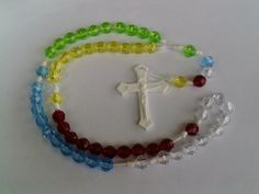 World Mission Rosary.  Pray for the missions. Green for Africa. Blue for Australia & Oceania. White for Europe. Red for the Americas. Yellow for Asia.