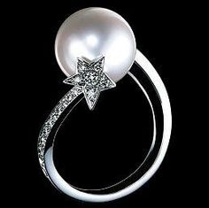 CHANEL diamond and pearl ring from the comet series I Love Jewelry, Pearl Jewelry, Jewelry Box, Silver Jewelry, Jewelry Accessories, Fine Jewelry, Jewelry Design, Jewellery, Chanel Ring