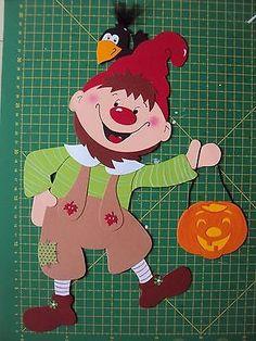 Fensterbild Tonkarton:Ein Wichtel/Zwerg mit einer Kürbis-Laterne+einem Raben XL Family Guy, Guys, Ebay, Fictional Characters, Dwarf, Stencils, Packaging, Fantasy Characters, Sons
