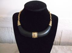 VTG. CROWN TRIFARI JET BLACK MATTE LUCITE & GOLD TONE FLOWERS CHAIN NECKLACE…