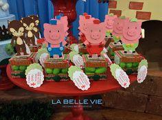Olá Pessoal!   Mamãe Sandra escolheu um tema clássico, os três porquinhos, para comemorar os 3 anos do David. As cores verde e vermelho, fie...