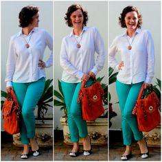 blog v@ LOOKS | por leila diniz: laranja + camisa branca (finalmente encontrei uma p/chamar de minha) + azul piscina + cordão = look