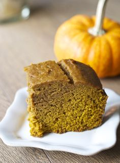 Pumpkin and spice and everything nice, with this classic pumpkin cake! Perfect for Fall  and the holidays! dinnervine.com