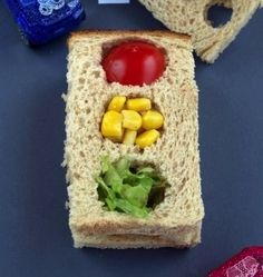 Traffic Light Sandwiches - Everyone will be making a pit stop at your food table with these cool sandwiches. Make with cheese, turkey or cream cheese and fill the lights with colorful veggies. Yummy and healthy! Cute Food, Good Food, Yummy Food, Toddler Meals, Kids Meals, Healthy Kids, Healthy Snacks, Light Sandwiches, Lunch Snacks