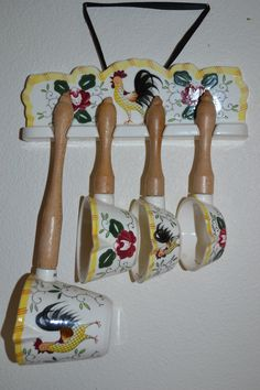 Vintage Rooster & Roses Measuring cup set from the 1950's.