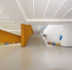曹县县城的三所小学,山东 / 象外营造工作室 - 谷德设计网 Primary School, Stairs, Indoor, Home Decor, Interior, Upper Elementary, Stairway, Decoration Home, Room Decor