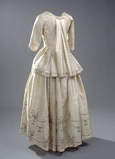 The bright dress is home of Chinese silk and has belonged to Baroness Iselin.