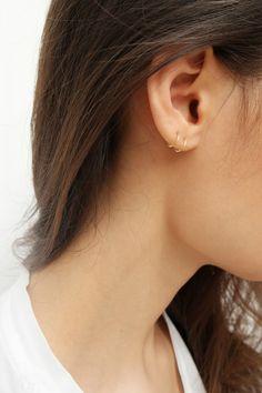 Saskia Diez mini wire earrings