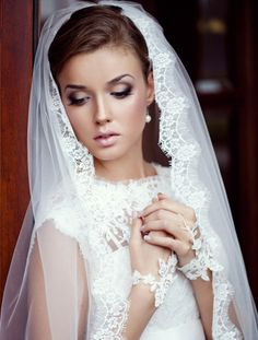 love the makeup and the veil.
