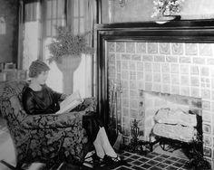 Former teacher Lois Wilson enjoys a good book at home   (1925)
