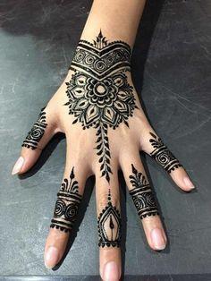 Pretty Henna Designs, Henna Tattoo Designs Simple, Mehndi Designs For Beginners, Mehndi Designs For Girls, Henna Designs Easy, Mehndi Art Designs, Latest Mehndi Designs, Palm Henna Designs, Simple Hand Henna