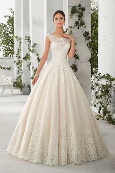 Madelene Gardner New York menyasszonyi ruháinak legfőbb stílusjegye az igényesség és elegancia. Modelljei magas szintű minőséget képviselnek.