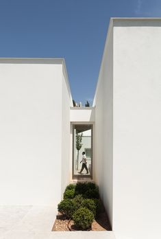 (via House in Belas on a golf course by CHP Arquitectos)