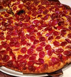 Anyone else suddenly craving pizza! Cute Food, I Love Food, Good Food, Yummy Food, Four A Pizza, Easy Homemade Recipes, Food Wallpaper, Mouth Watering Food, Weird Food