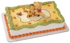 Winnie the Pooh With Baby Tigger Hugging Cake Kit