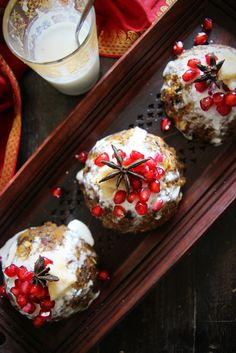 Raw Mini Christmas Puddings with Creamy Coconut Cream & Pomegranate Seeds (raw, vegan & gluten free)