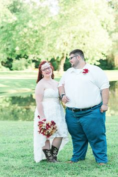 Rustic, country wedding.  Burgundy wedding.  Rural farm wedding in Eastern Kentucky.  Keith & Melissa Photography, Lexington, KY wedding photographers.