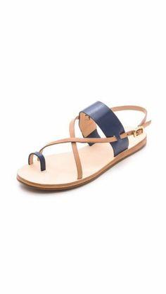 sandales design femme. sandales beige et bleu, les dernieres tendances chez les chaussures