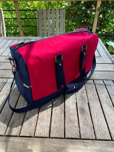 Sac weekend Boston fushia et bleu cousu par Christine - Patron Sacôtin