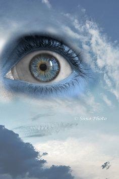 """martamara:""""We prefer to ignore the truth.In order not to suffer.Not to heal.Why else would become what we fear to be: fully alive. """"  """"… Walks on his toes and head down because the sky scares, and the earth ….""""  Gramellini - Make beautiful dreams      """"Preferiamo ignorarla la verità. Per non soffrire. Per non guarire. Perchè altrimenti diventeremmo quello che abbiamo paura d'essere: completamente vivi.""""  """"…cammina sulle punte dei piedi e a testa bassa perchè il"""