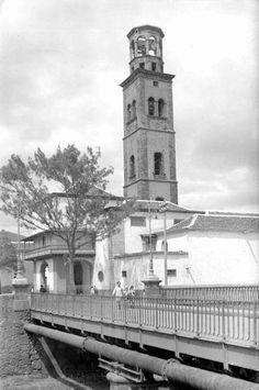 Santa Cruz de Tenerife. 1930 Canary Islands, Old Pictures, Building, Travel, Wedding, Santa Cruz, The Neighborhood, Antique Photos, Black And White