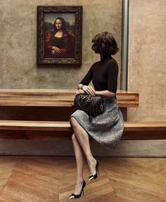 (Part 1 of Arizona Muse with the Mona Lisa in the Louvre by Inez van Lamsweerde and Vinoodh Matadin for Louis Vuitton, November, 2012 (Note: needs to be viewed as a dyptric) Style Parisienne, Magazine Mode, French Street Fashion, French Chic Fashion, Glamour, Mode Vintage, Vintage Hats, Street Style Looks, Parisian Style