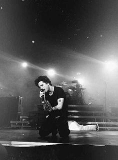 Billie Joe Armstrong is beautiful and passionate as he pours his soul out all over that stage.